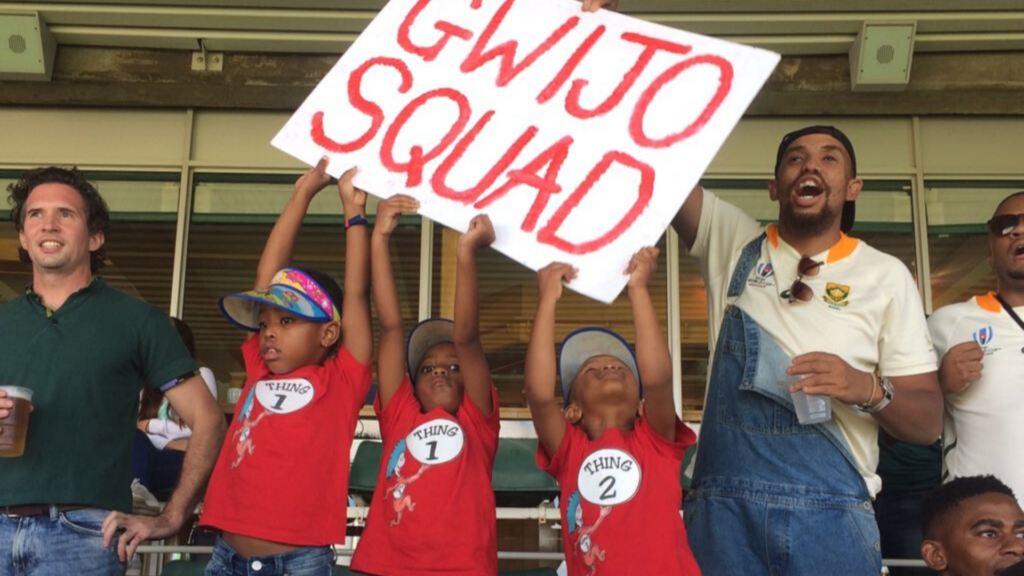 gwijo squad sign children holding it at cricket